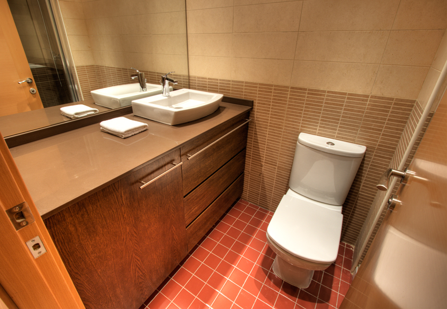 Click to enlarge image Copy of bathroom1.jpg